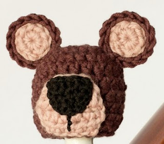 http://translate.google.es/translate?hl=es&sl=en&tl=es&u=http%3A%2F%2Fwww.hopefulhoney.com%2F2014%2F07%2Fnewborn-teddy-bear-hat-crochet-pattern.html