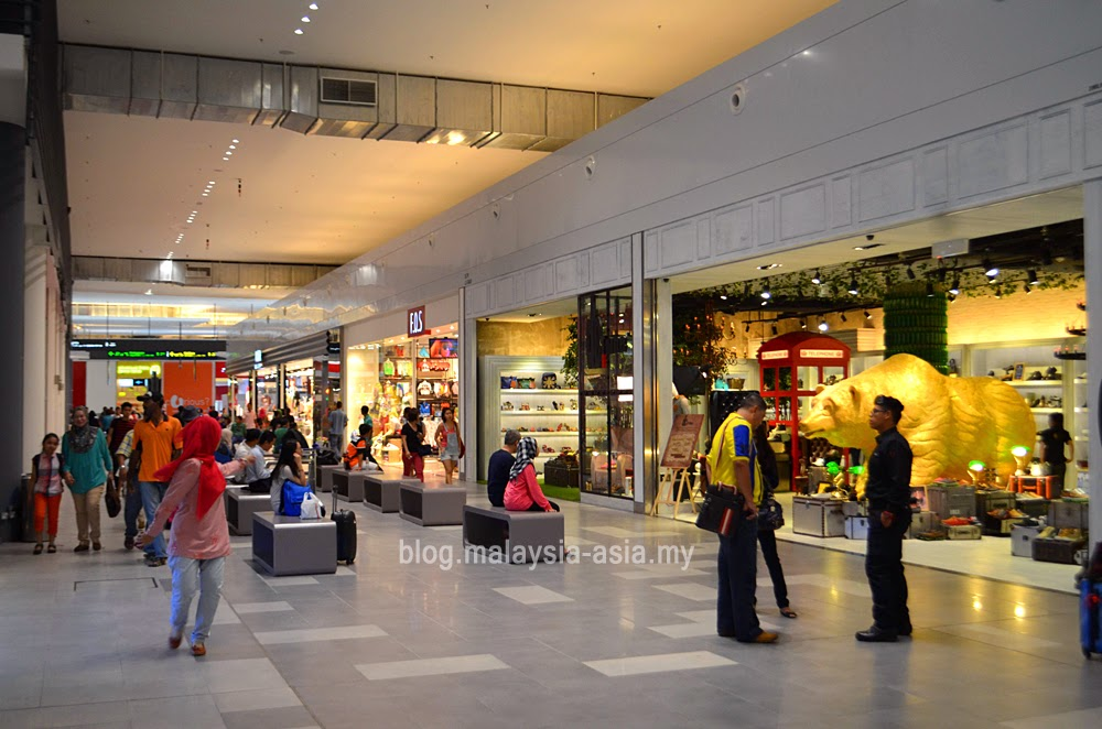 shopping area at klia2