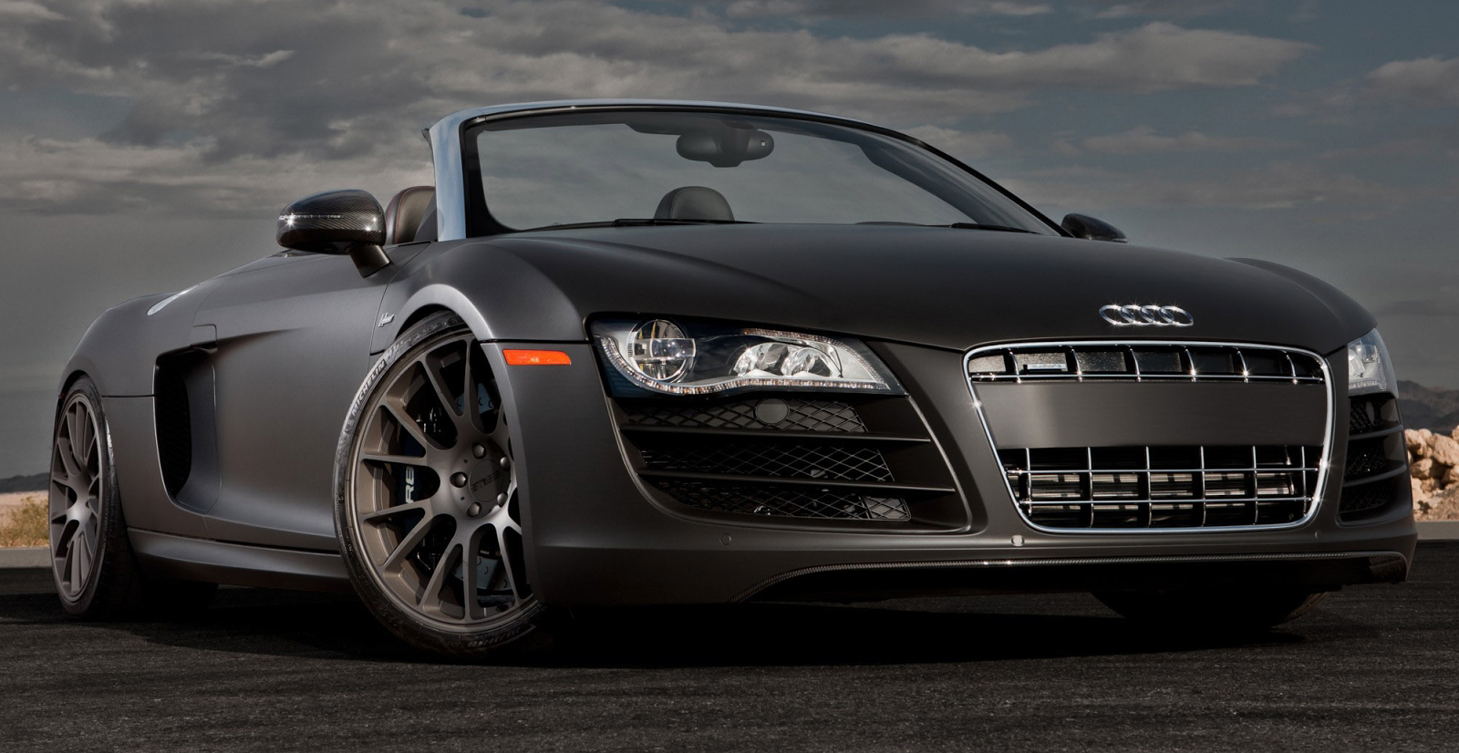 SuperCarWorld: Audi R8 Spyder