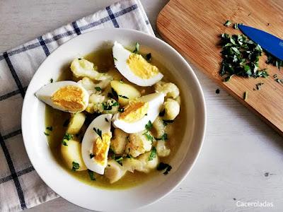 Guiso de coliflor con patatas y huevo
