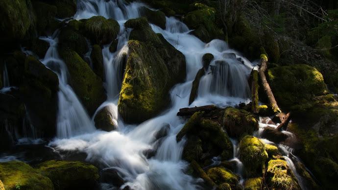 Wallpaper: Cascades below Watson Falls