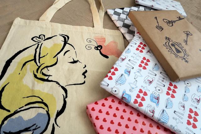 Alice in Wonderland wrapping paper DIY + FREE PRINTABLE