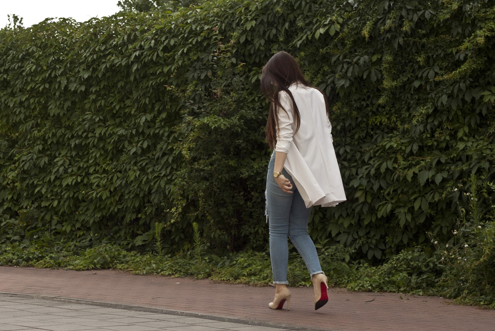 Dziurawe spodnie stylizacja lato