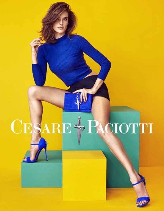 A top Alessandra arrasou na campanha de sapatos da marca Cesare Paciotti