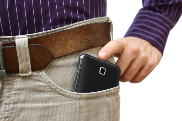 ولاية كاليفورنيا تحذر مواطنيها من إبقاء هواتفهم قريبة منهم!