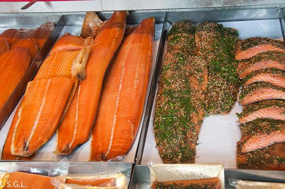Salmon noruego. Comer en Bergen. El mercado de pescado