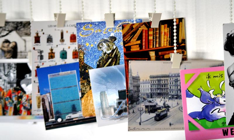 Dekoracja z pocztówek w domu