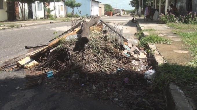 Lixo grosso não está sendo recolhido no bairro Dom Reinaldo Punder