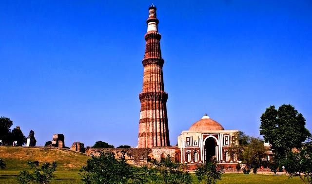 Qutab Minar Menara Masjid Tertinggi di India