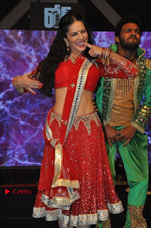Bollywood Actress Model Sunny Leone Dance Performance in Red Half Saree at Rogue Audio Launch 13 March 2017  0188.jpg
