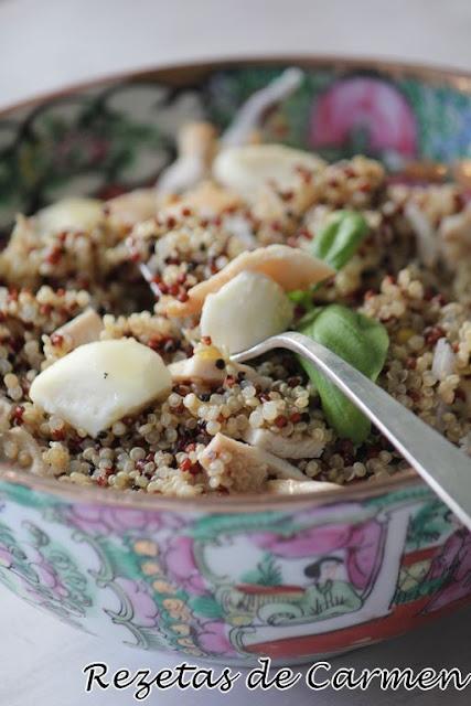 Ensalada de quinoa con pollo y mostaza