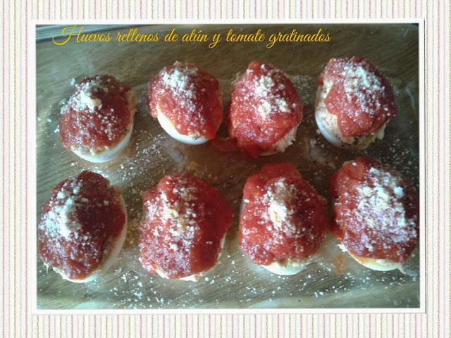 huevos rellenos de atún y tomate gratinados