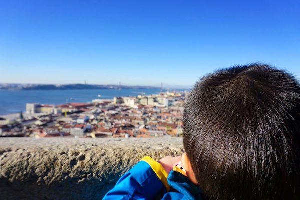 サン・ジョルジェ城からは旧市街とテージョ川を一望できる