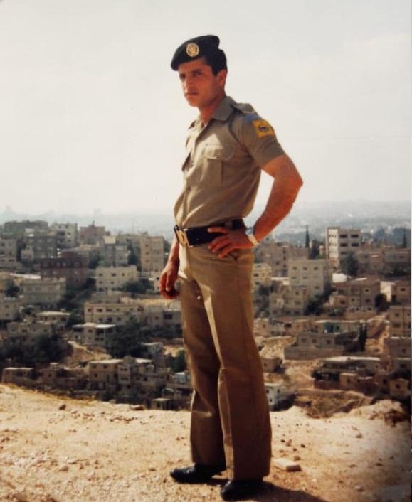 daf2d69ef أنا بلباس التكميل العسكري