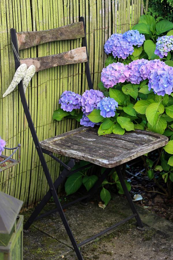 Der Lamzac von Fatboy mein Sommerhighlight 2016, Luftsofa zum Mitnehmen,Hortensien um einen Gartenstuhl