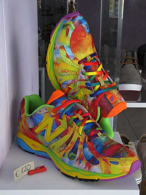 Colorful shoes, via Ricasoli, Livorno