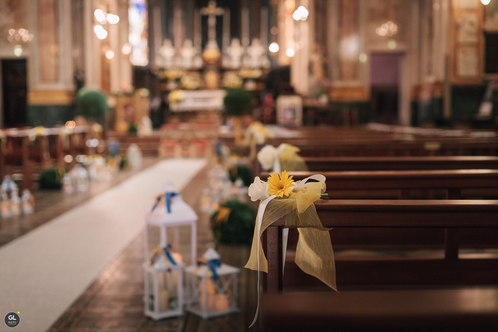 Allestimento chiesa fiori e lanterne