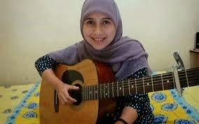 Jilbab bergitar