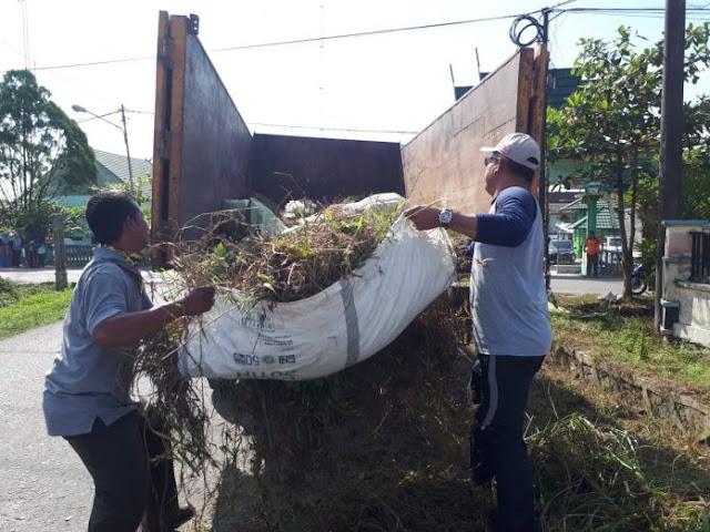 Bupati Kobar Turun Tangan Tangani Sampah Pelabuhan TNTP