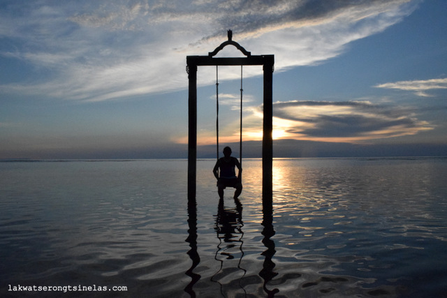 THE SUN SETS PERFECTLY AT HOTEL OMBAK SUNSET GILI TRAWANGAN