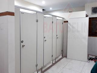 Proyek Cubicle Toilet di Universitas Airlangga Surabaya
