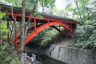 等々力渓谷入り口からすぐのゴルフ橋です。