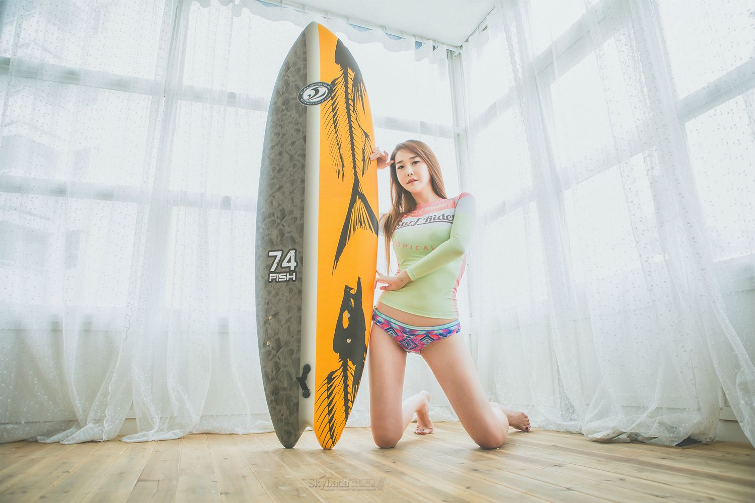 Lee Hyo Young - Surf Rider
