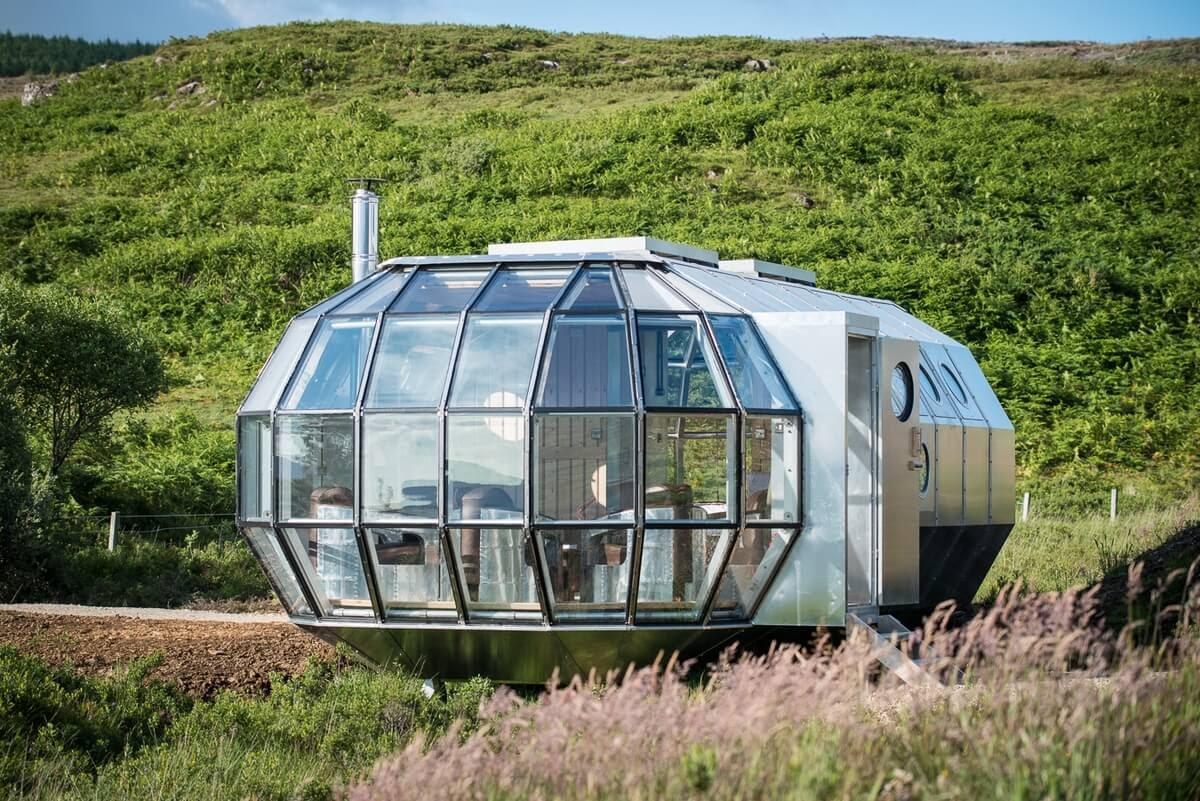 13-In-the-middle-of-Nature-Roderick-James-Architects-AirShip-Multifunctional-Architectural-Home-www-designstack-co