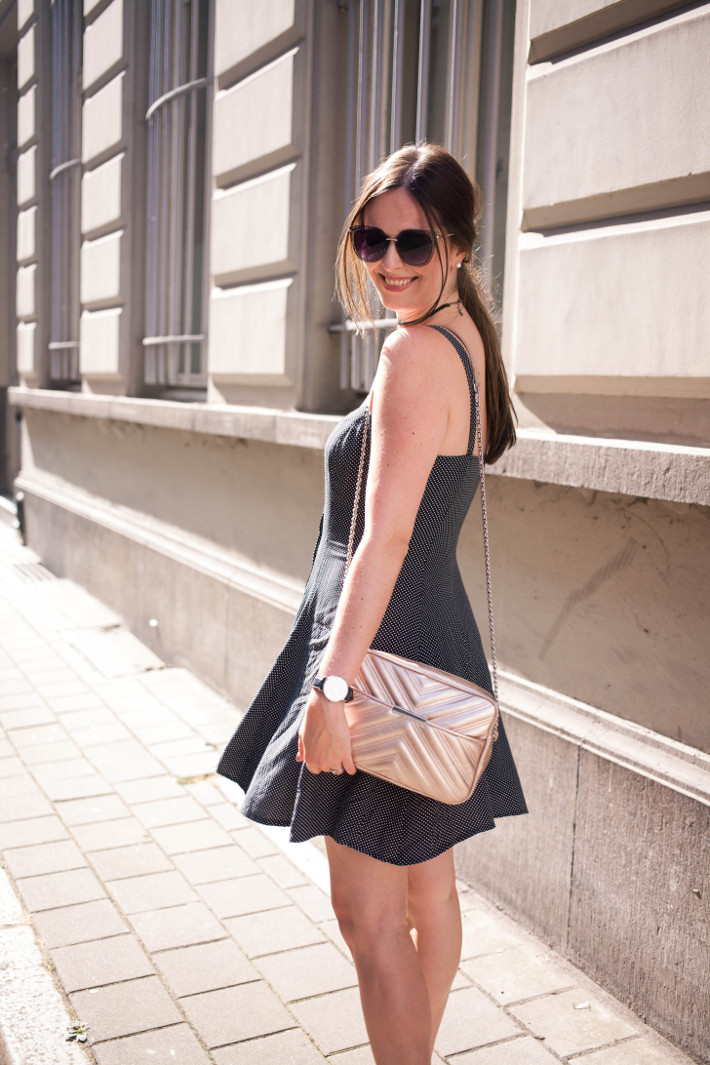 Outfit: vintage button through dress, rosegold cross body bag