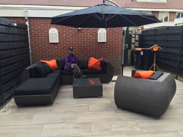 Lounge Stoel Met Voetenbank.Arbrini Design Tuinmeubelen Juli 2017