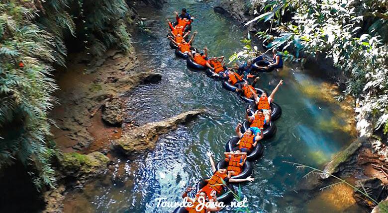 aktivitas river tubing di green santirah