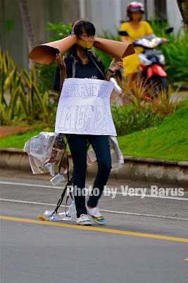 remaja sedang aksi protes
