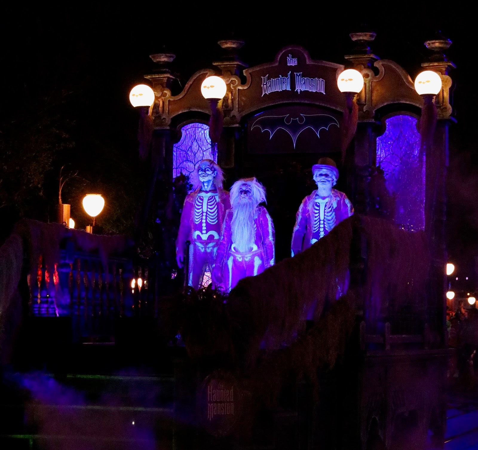 Micky's-Not-So-Scary-Halloween-Party-Boo-To-You-Parade-Haunted-Mansion-Hitchhiking-ghosts-Magic-Kingdom-Disney-World