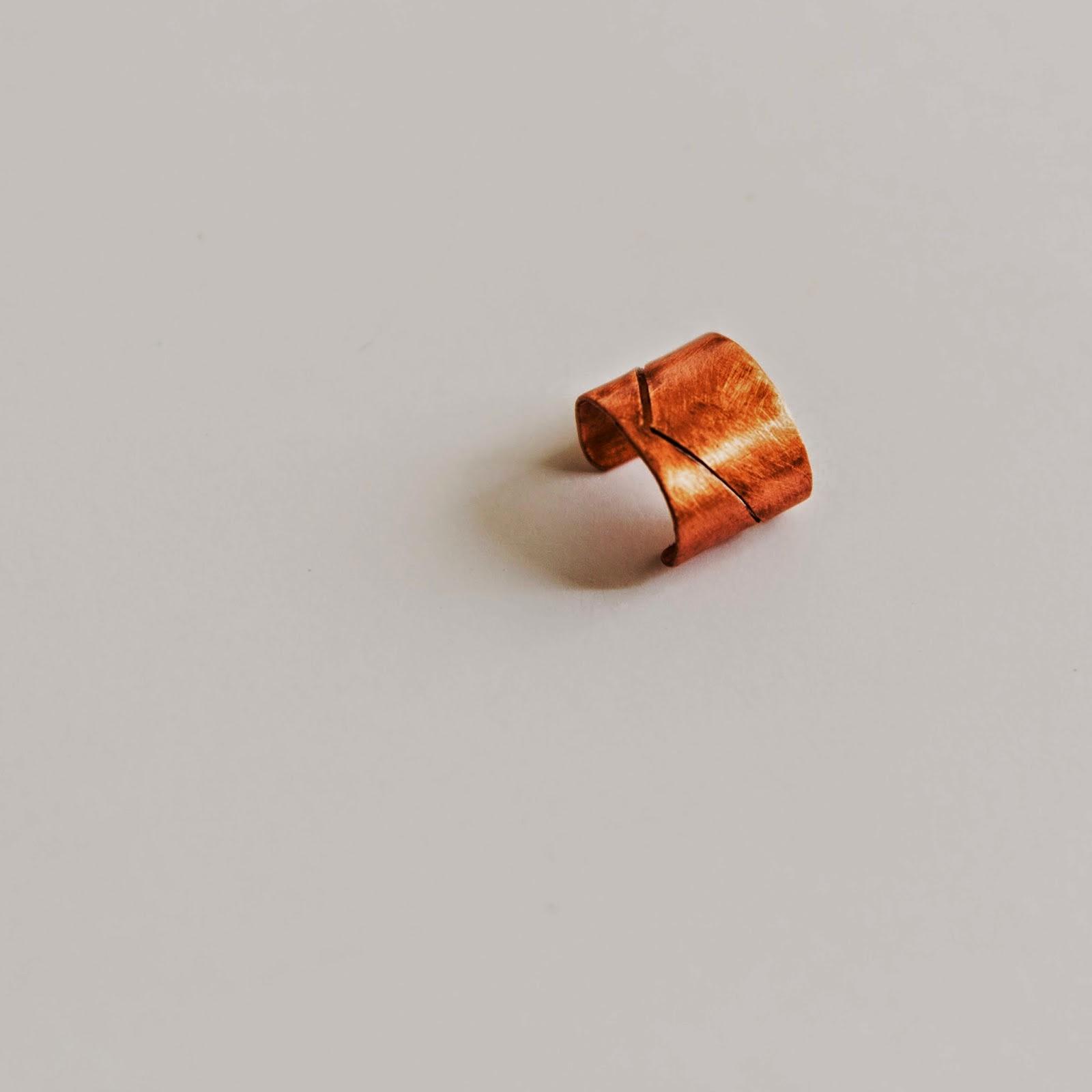 http://shapingmetal.blogspot.it/2014/07/mini-earcuff-semplice-in-rame-traforato.html
