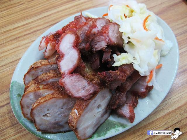 IMG 8718 - 第五市場蚵仔粥│在地人的好口味, 除了蚵仔粥,肉捲、紅燒肉也是必點