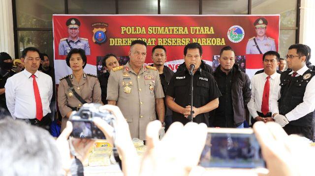 Pemaparan penangkapan Kapolsek Nias Selatan dan oknum personel Polres Tanjungbalai dalam kasus 38 kg sabu