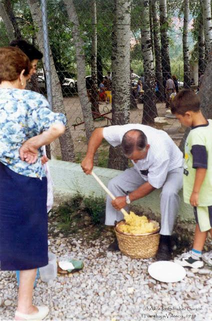 removiendo-gachas-caldero-torrebaja