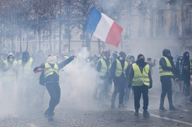 Γαλλία: Διερευνάται ο ρόλος της Ρωσίας στις ταραχές των «κίτρινων γιλέκων»