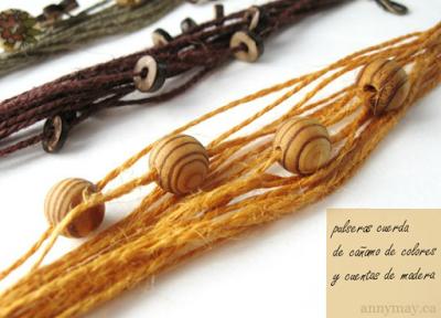 Pulsera de cuerdas y cuentas de madera