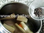 Racitura de porc preparare reteta (condimentarea cu piper si sare)