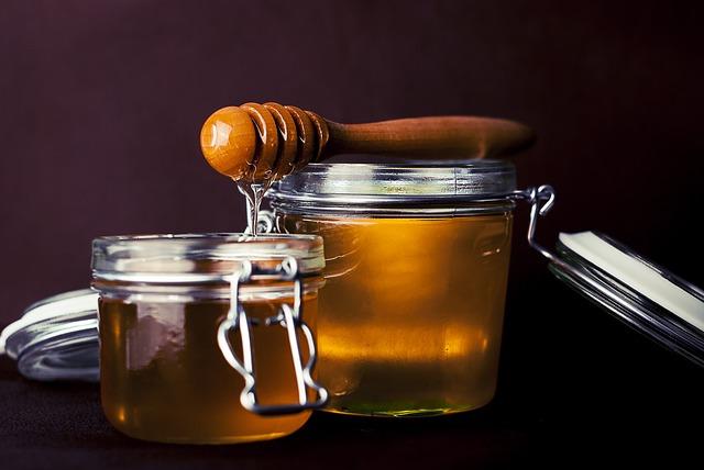 la miel tiene muchas propiedades medicinal, entre ellas, favorece a la piel agrietada