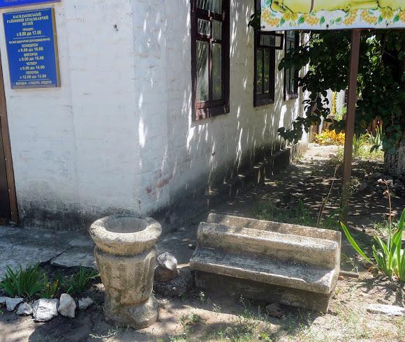 Васильковка. Парковый пер. Краеведческий музей. Половецкие каменные бабы