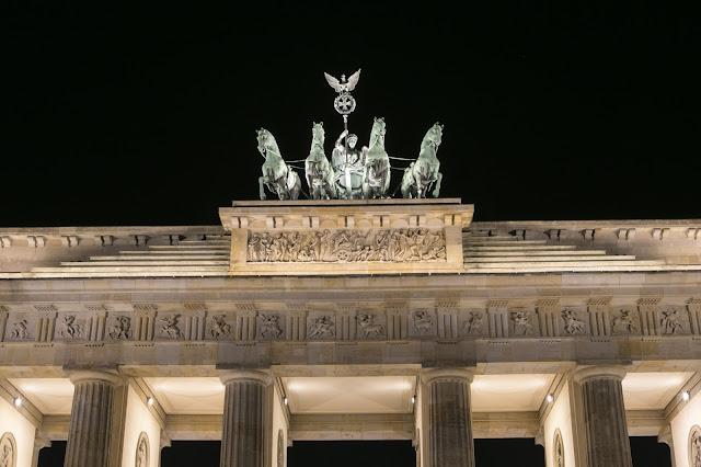 Porta di Brandeburgo di notte-Berlino