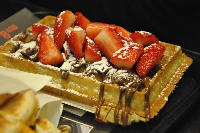 Waffel mit Nutella und Erbeeren von der Waffle Factory in Brüssel