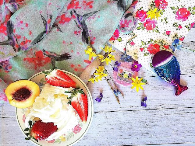 41. Kwiaty na cukrowej chmurce... Floral Candy Yankee Candle