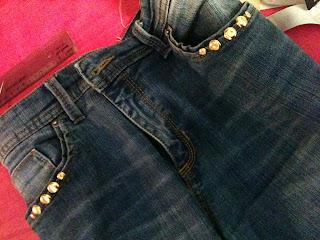 DIY...Personalizar uns jeans fácil...Personalizar com tachas...