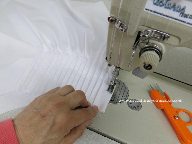 como coser pliegues en una blusa