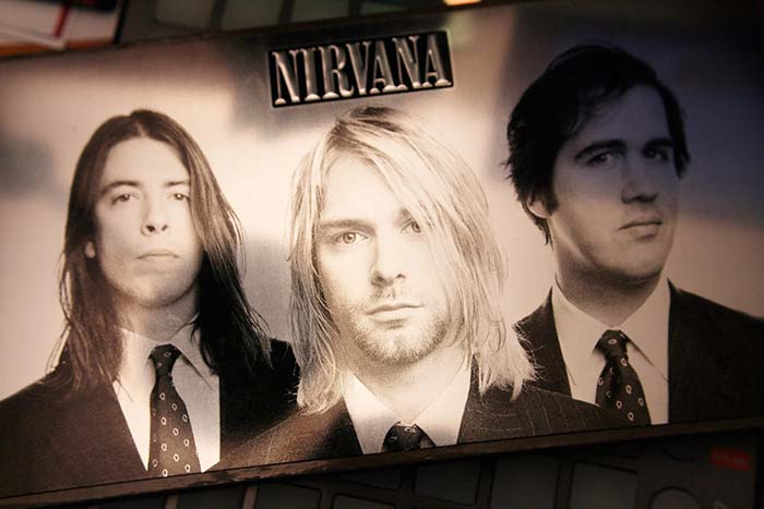 """With The Lights Out"""" lanzado el 23 de noviembre de 2004, propiedad de Julián Franco, exibido en 4Works Studio."""