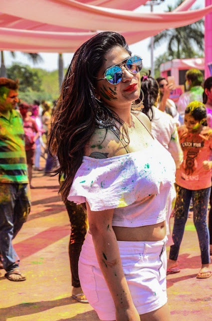Telugu actress Madhulagna Das holi pics showing navel