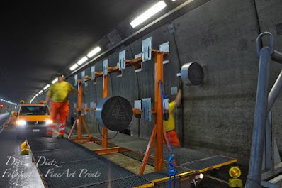 20:30 Uhr - das entfernen der Signalisation erleichtert die maschinelle Reinigung der Tunnelwände mit der Bürste